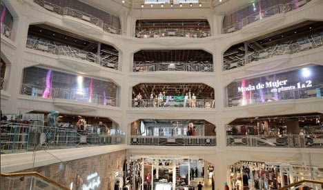 Huge crowds and long queues as Madrid shoppers go Primark crazy