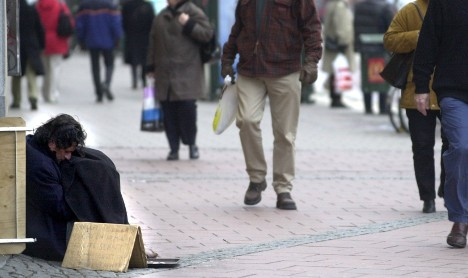 Moderates: 'Grant local powers to ban begging'