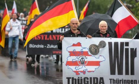 Thousands form 'living border' against refugees