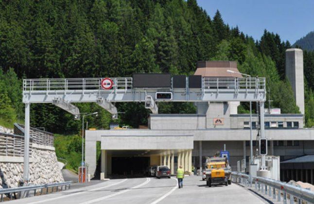 Brits drive 25 km wrong way down A9 motorway