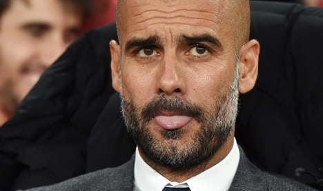 Lahm tells Guardiola to stay as Bayern coach