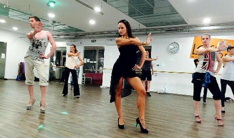 Vienna academy teaches men to walk in heels