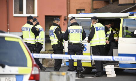 Police face bomb threat in southern Sweden