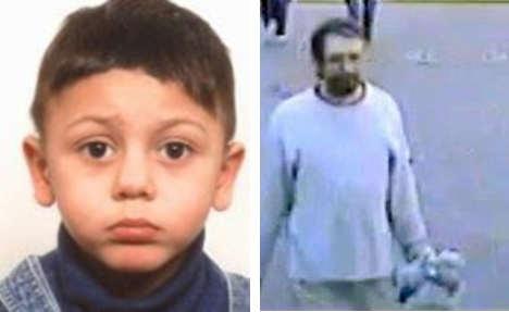 Police hunt suspect after refugee child snatched