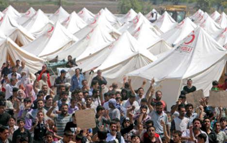 EU and Turkey strike deal to halt refugee flow