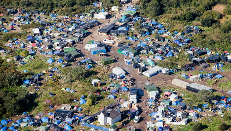 Aid groups try to force France to act over Calais