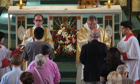 Italy's Catholics support divorce communion