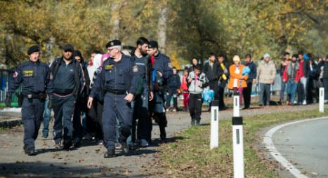 Bavaria tells Merkel: stop refugee flow from Austria