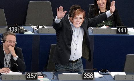 Italian MEP suspended over Nazi gestures