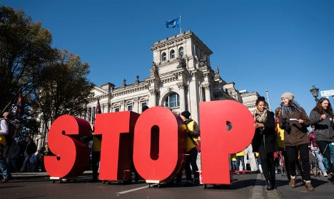 Big turn-out for Berlin anti-TTIP demonstration