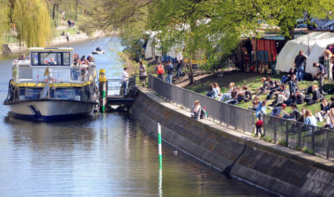 Berlin policeman stabs 'dawdling' British tourist