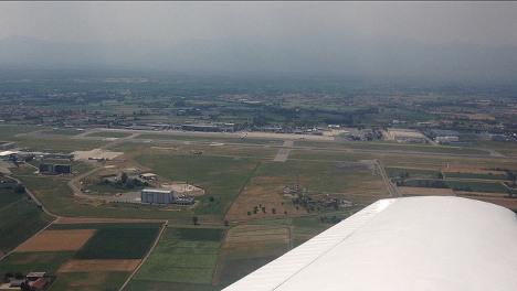 Tardy Italian fakes bomb scare to delay plane