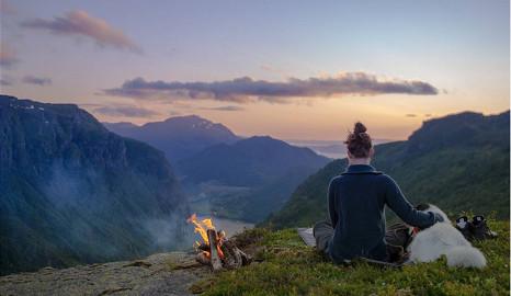 Norwegian quit job to hike with his husky