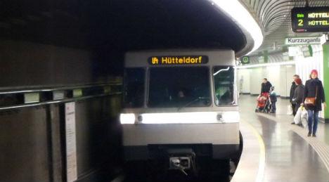 Runaway pooch closes U-Bahn line