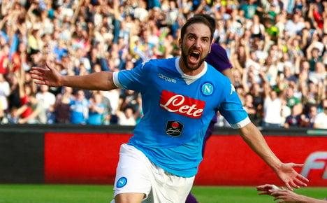 Derby d'Italia stalemate leaves Viola flying high