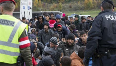 Slovenia mulls border fence in refugee crisis