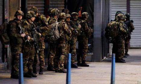 Paris suburb turns 'war zone' in seven-hour raid
