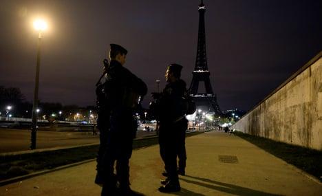Police hunt suspects in Paris attacks