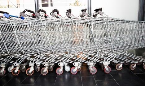 Swede dies in beach shopping trolley crash