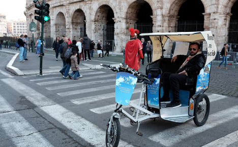 Man scales Colosseum over tour sellers ban