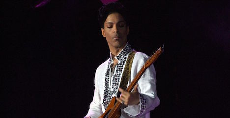 Scalpers force Prince to postpone ticket sales