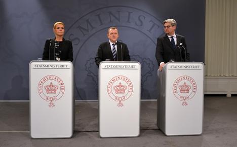 Denmark to erect tents, shorten refugee permits