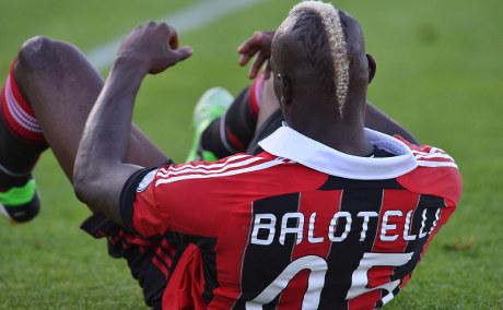 Balotelli undergoes groin operation