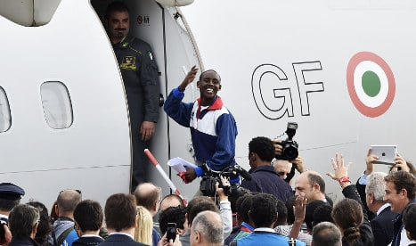 Italy sends 100 refugees to France and Spain