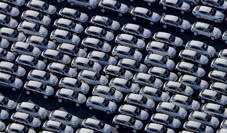 VW 'manipulated' 100k petrol cars: minister