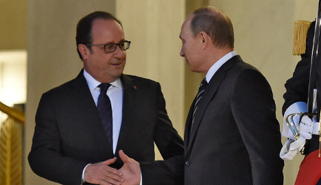 Hollande heads to Russia for anti-Isis talks
