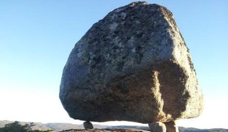 Danish hiker discovers 'floating' Norway boulder