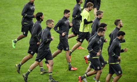 Bomb threat hits German football team in Paris