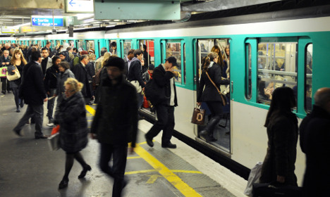 Paris woos commuters with new transport apps