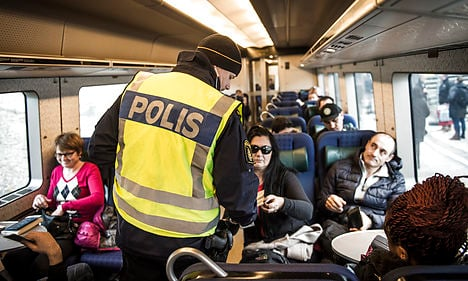 Swedish police stop arrivals from Denmark
