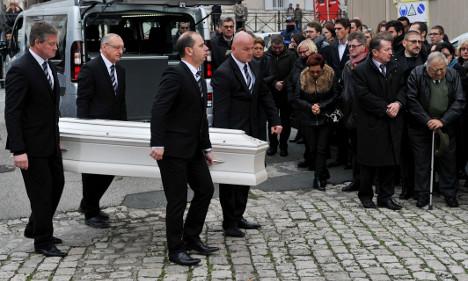 France begins burying victims of Paris attacks