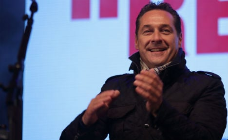 Strache plans to sue ministers over refugees