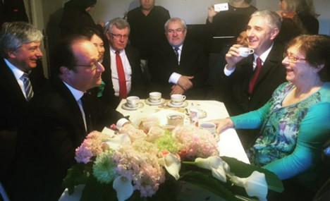 Hollande's 'coffee break' turns into PR blunder