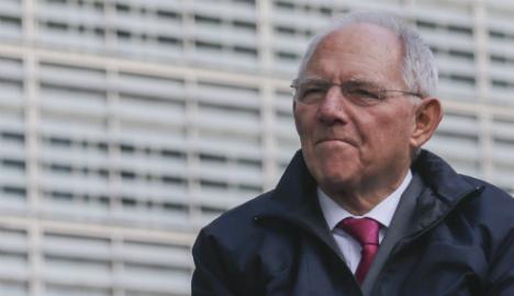 Schäuble warns of refugee 'avalanche'