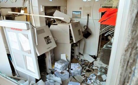Gangs bamboozle cops in bank bombing raids