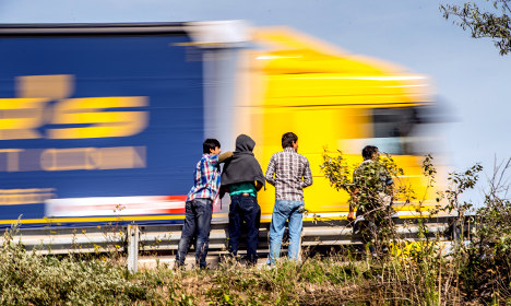 15 refugees saved from refrigerated truck
