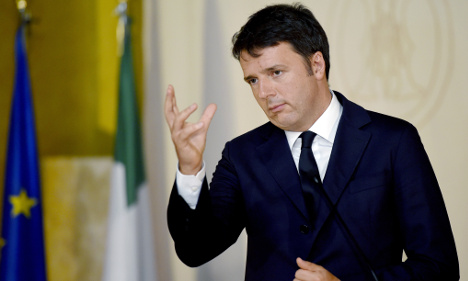 Renzi slams headmaster for Christmas carols ban