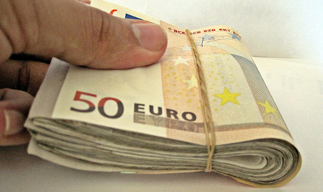 Italian chauffeur finds €43k…and gives it back
