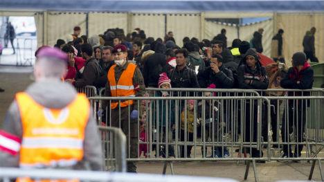 Hundreds of migrants sent back to Slovenia