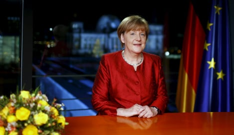 Merkel calls for unity and openness in 2016