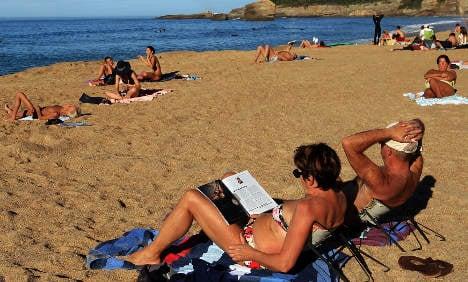 Summer break rush as snow coats Sweden