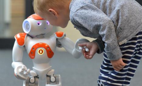 Robot pals to teach refugee kids German