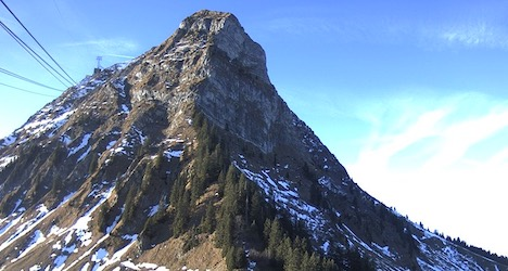 Lack of snow poses challenge for ski resorts