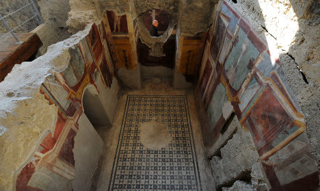 Newly restored ruins lure thousands to Pompeii