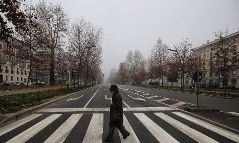 Car clampdown as smog smothers Italy