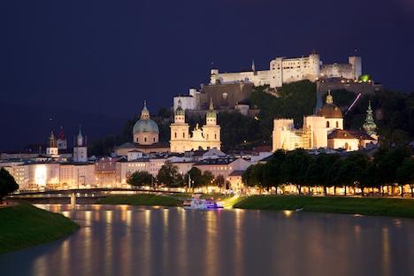 Toddler hunts for Santa in Salzburg on Xmas eve